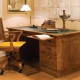 Rašomasis stalas su stalčiais