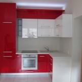 Raudonas virtuvinis